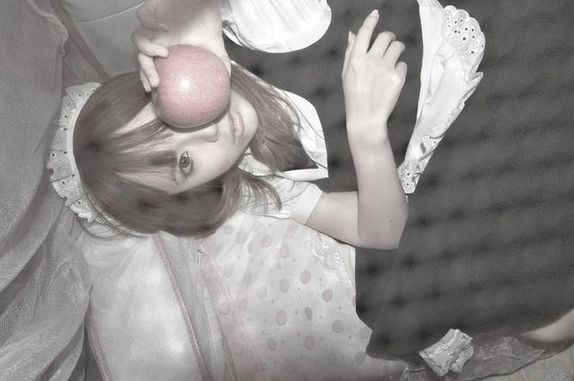 メイドと林檎