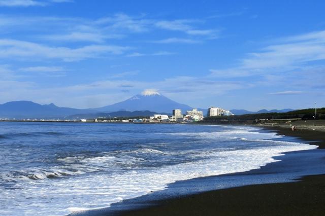 湘南海岸から見た富士山