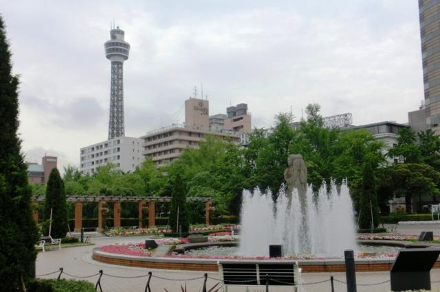 横浜マリンタワーと水の守護神