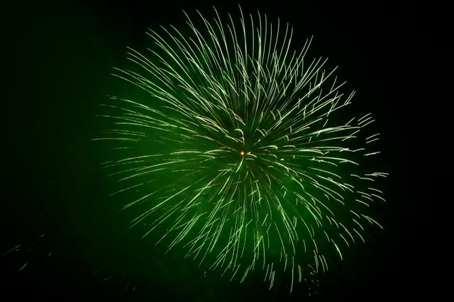 緑色がきれいな花火