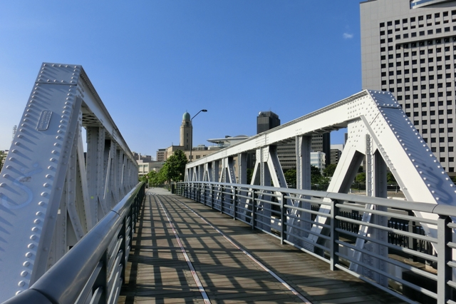 新港橋と横浜税関