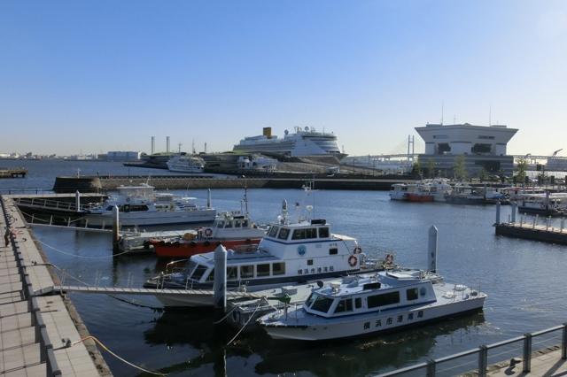 横浜港大さん橋国際客船ターミナルに停泊中のコスタビクトリア号
