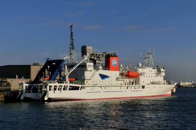深海調査研究船「かいれい」(海嶺)