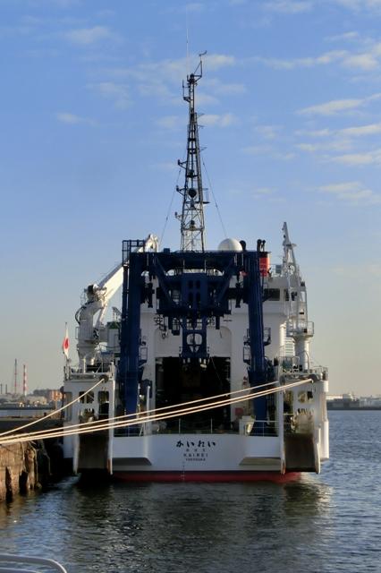 深海調査研究船「かいれい」(海嶺)の後部