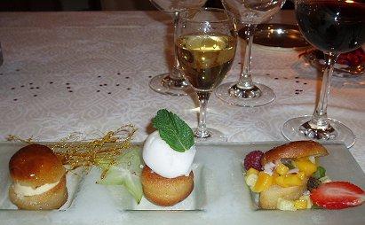 ワインの郷ボルドーのXmasディナーおいしいデザートは白とdownsize