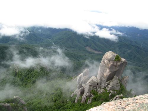 瑞牆山山頂から大ヤスリ岩
