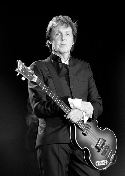 427px-Paul_McCartney_black_and_white_2010.jpg