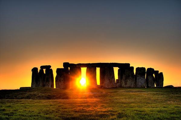 800px-Stonehenge_(sun).jpg