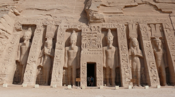 Abu_Simbel_Small_temple_2.jpg