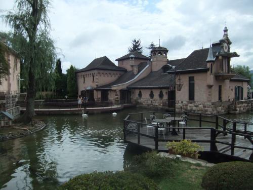 池と建物1DSCF5488