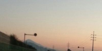東名高速からの富士①
