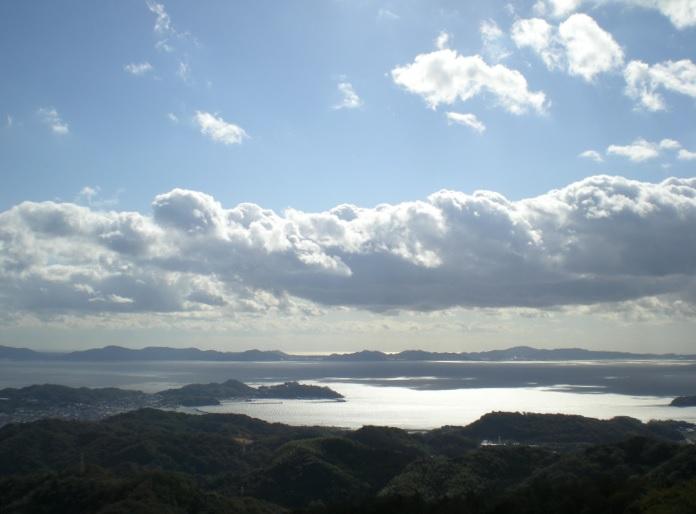 2013-11-19三ヶ根山から三河湾をのぞむ