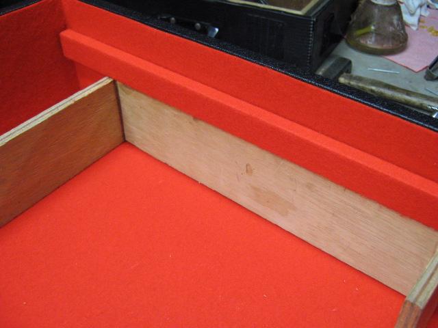レザー貼りケース内装