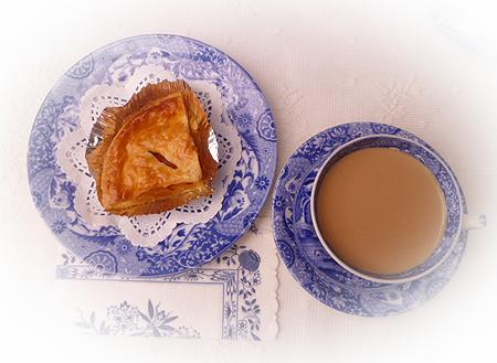 パン屋さんのアップルパイ & マサラチャイ