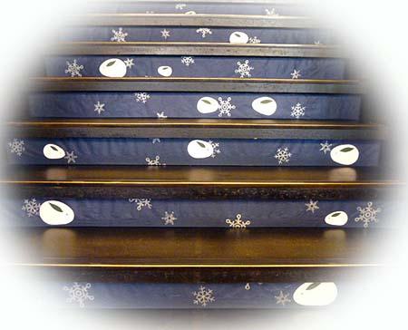 階段も雪ウサギ