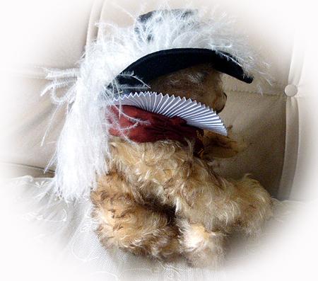 羽根つき帽子