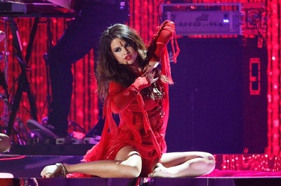 selena-gomez-come-and-get-it_02