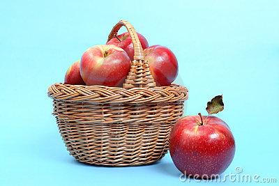panier-des-pommes-rouges-1898188.jpg