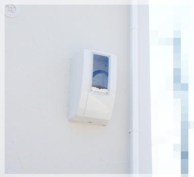 白くてスッキリした形状のメーターボックス