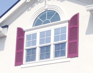 Rのついた鎧戸(3連窓)