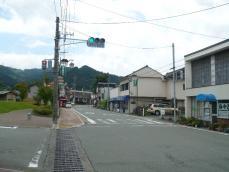 町の通りを