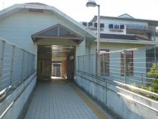 三田学園側出入口
