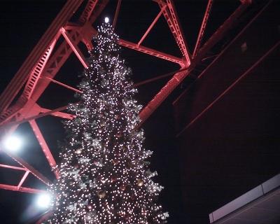 東京タワーのクリスマスツリーと月:R2