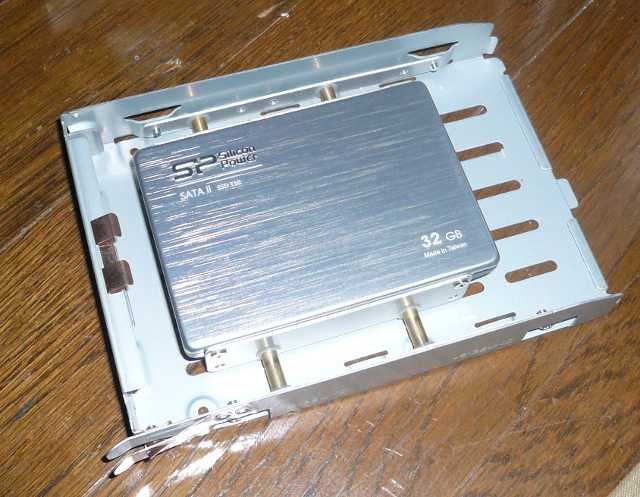 パソコンの HDD金具への取り付け