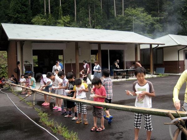 津江小学校-昼食