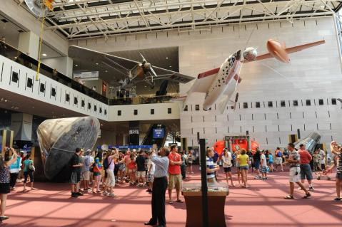 National_Air_and_Space_Museum_Entrance_convert_20130726202622.jpg