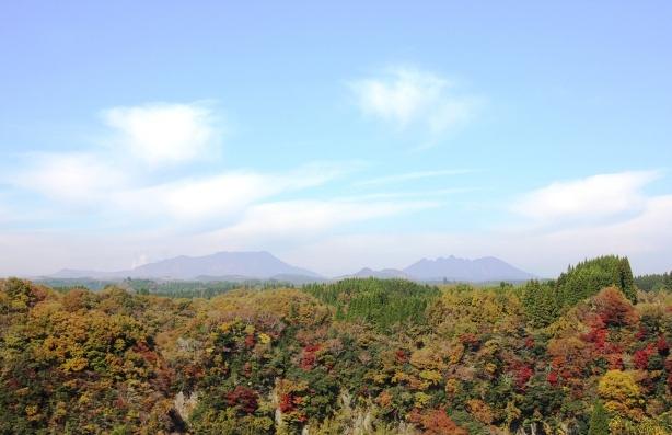 写真34-3阿蘇五岳と紅葉