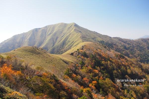 剣山遊歩道からジロウギュウを望む