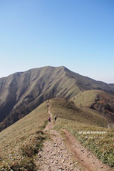 剣山~ジロウギュウの稜線からジロウギュウを望む
