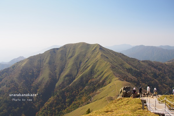 剣山山頂からジロウギュウを望む