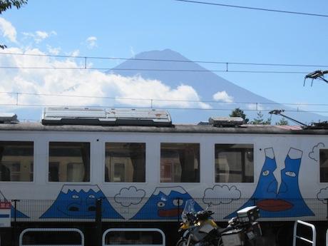 富士山電車と富士山