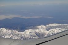9:59 右の翼のところの席で眺めが悪いです^_^; このあとすぐ、左には富士山が見えていました。