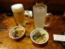 17:58 お通し×2、夫~ビール550円、私~酎ハイ レモン450円