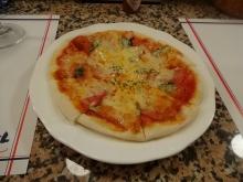 19:56 トマトとバジルのピッツァ 600円
