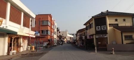 8:10 外宮参道 ~ せきやさんの前から伊勢市駅方向を撮りました。
