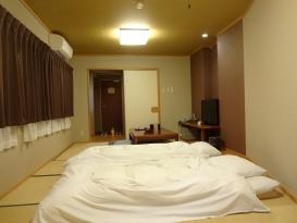 16:50 奥から入口に向かって撮った部屋