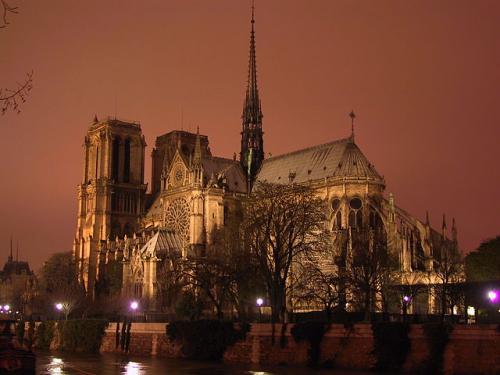 Notre-Dame-night_convert_20131104221423.jpg