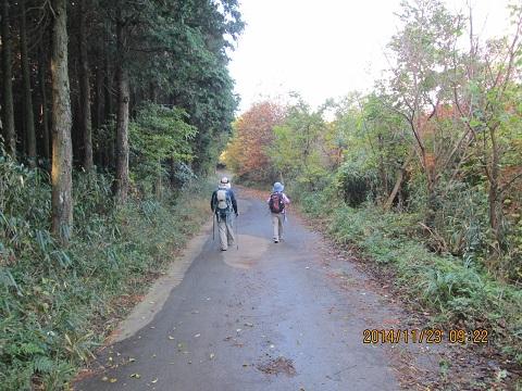 林道(二ノ岳と三ノ岳鞍部)