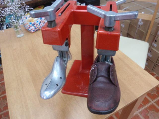 靴の幅だし調整 , 足もとから健康を考えるお店 フットルース