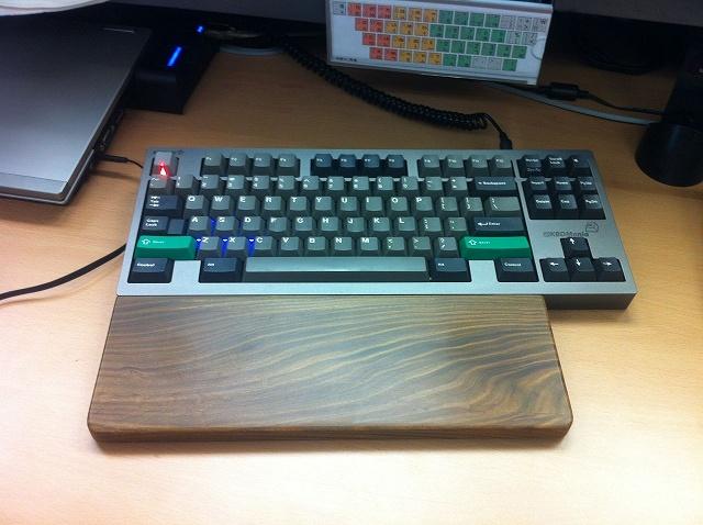 Mechanical_Keyboard_Palmrest_03.jpg