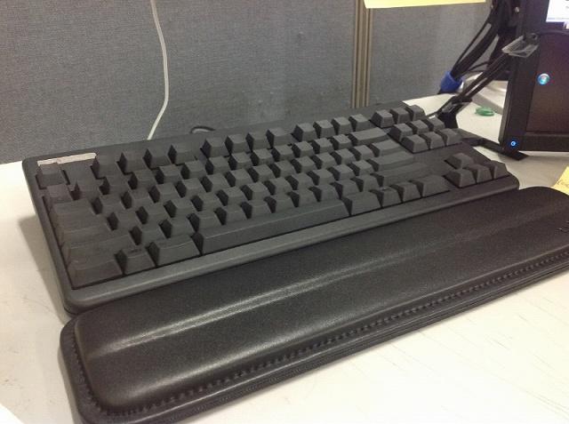 Mechanical_Keyboard_Palmrest_07.jpg