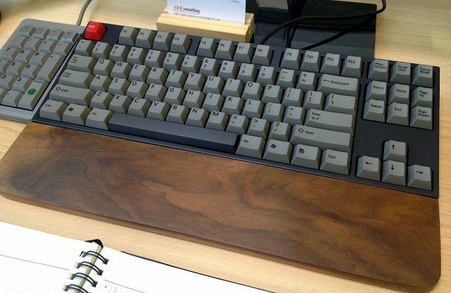 Mechanical_Keyboard_Palmrest_09.jpg