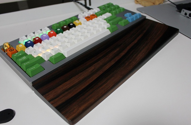 Mechanical_Keyboard_Palmrest_10.jpg