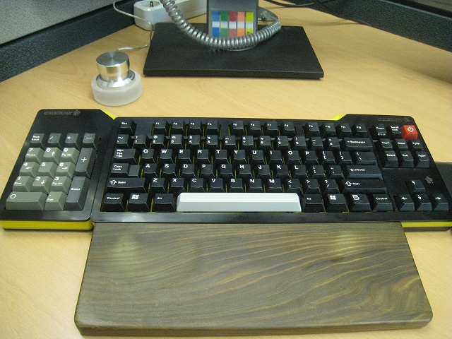 Mechanical_Keyboard_Palmrest_25.jpg