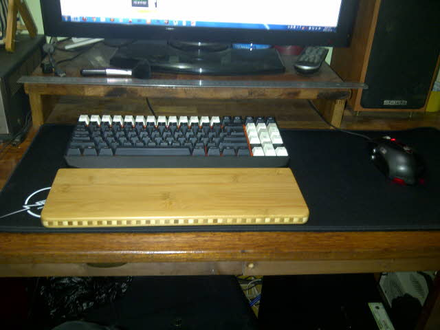 Mechanical_Keyboard_Palmrest_32.jpg
