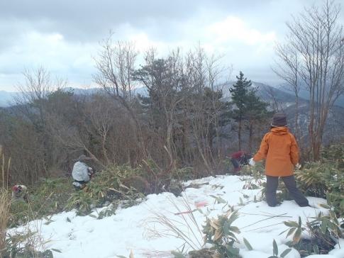 高岳山頂整備ボランテイア 008